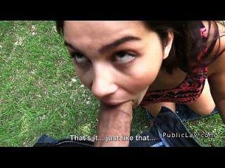 busty und haarigen italienischen Studenten fickt im Park Pov