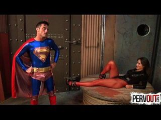 seductress versklagt superman