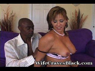 riesiger Schwanz für weiße Swinger-Frau
