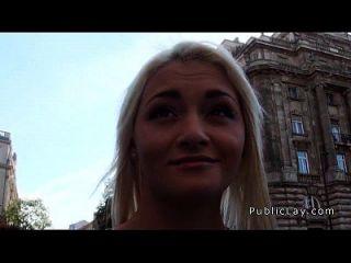 blonde russische Krankenschwester gesaugt und in der Öffentlichkeit gefickt