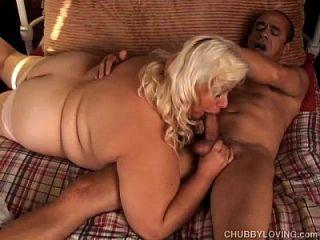 große schöne blonde bbw wird mit cum gestrahlt