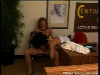 Tracy Adams essen haarige Pussy in lesbain Spaß