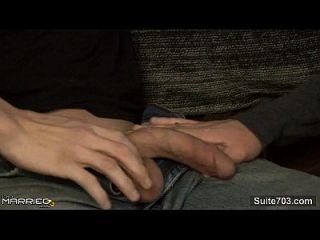 tattooed verheiratete Kerl wird von einem Homosexuell gefickt