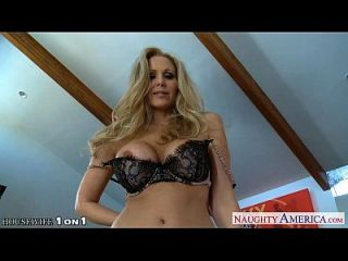 blonde hausfrau julia ann gibt blowjob in pov