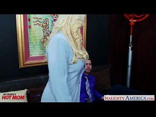 blonde mama alura jenson bekommt große titten gefickt