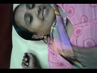 lalitha zeigt ihre pussy und boobs mit rosa saree