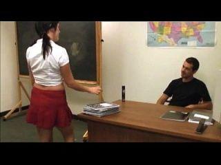 busty Schulmädchen wird mit Sperma abgedeckt