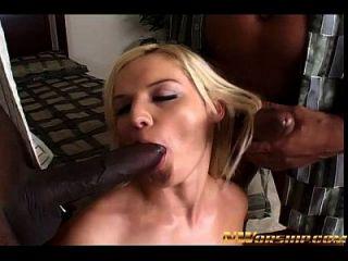 interracial dreier blonde Schlampe und große schwarze Schwänze anal und dp
