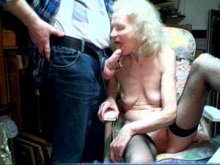 Oma 87 Jahre alt saugen Junge