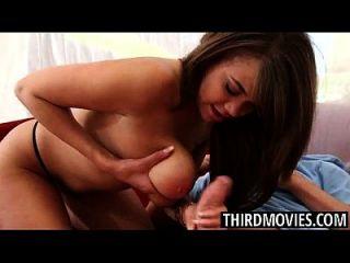 Heiße Curvy Brooklyn holt ihre Brüste
