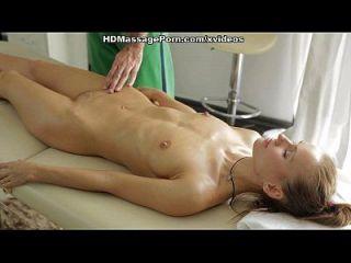 Nacktmassage bekommt die Blondie Sex verrückte Szene 1