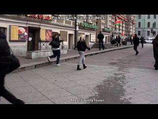 Gruppensex mit Cumshots in einer öffentlichen Toilette