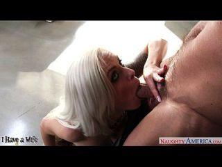 busty Frau nina elle Reiten ein großer Dong