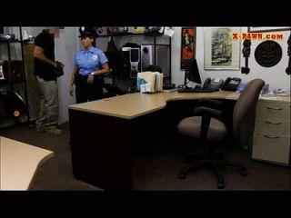 riesige Boobs Polizeibeamte in den Pfandhaus für Geld gefickt