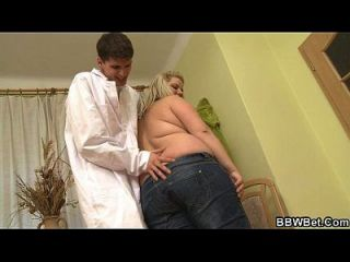 schmutziger Doktor fickt seinen riesigen Patienten