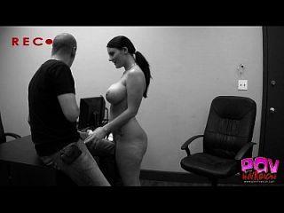 sophie macht große boobies aus und wird gefickt