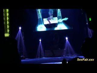 Mastrubation in der Sexfair Live Show