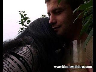 Der junge Gärtner bekommt seinen geilen, reifen Klienten zu ficken