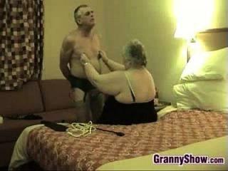 Kinky Oma und ihr Mann Spaß haben