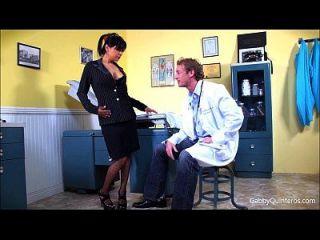 meximilf gabby quinteros saugt und fickt ihren Arzt!