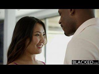 Schwarze enge asiatische Babe Jade luv schreit auf massiven schwarzen Hahn