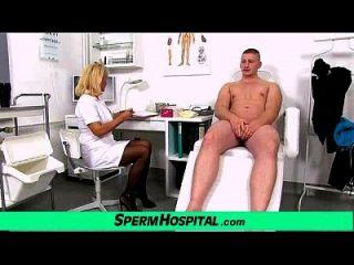 im Alter von Uniform Lady Doktor Koko Junge Cfnm Handjob in der Klinik