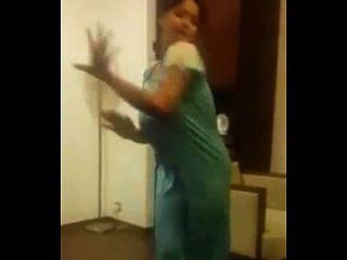 indischer Tanz mit großen Titten