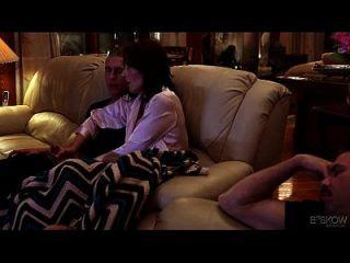Casey Calvert wird von ihrem Stiefbruder in der Heimat kommen, Szene # 03