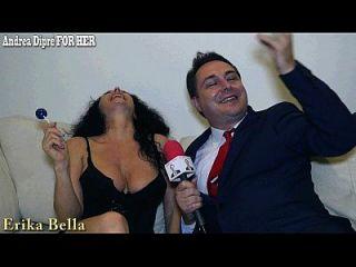 erika bella spielt mit ihren boobs für andrea diprè