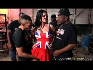 Jasmin jae wird gefickt und bukkaked von schwarzen Männern