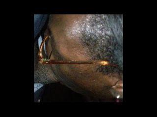 afrikanisch mit donk saugt fickt und nimmt Gesichtsbehandlung