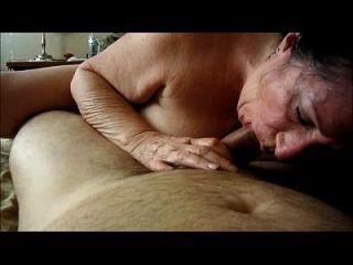 brunette granny saugt dick hausgemacht