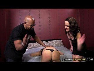 Marley-Flamme fickt einen schwarzen Schwanz vor ihrem Cuck
