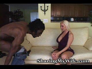 Hausfrau will sexuelle Aufmerksamkeit von einem neuen Gestüt