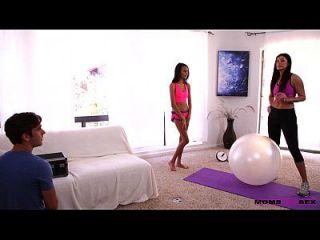 Schritt Mama Swaps Sperma mit Teen Hottie Janice Griffith