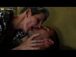 Skinny Mama liebt den harten Schwanz ihres Sohnes