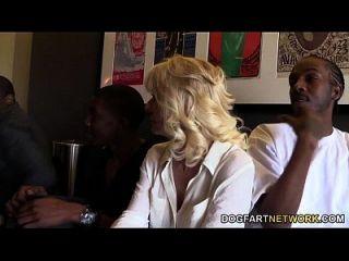 Cammille bekommt ihre Cougar Pussy schlug von schwarzen Jungs