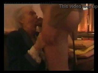 sehr alte Oma saugen Schwanz Großmutter