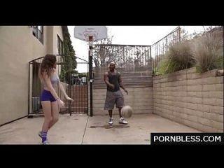 Kendall Spiel mit diesen Bällen statt