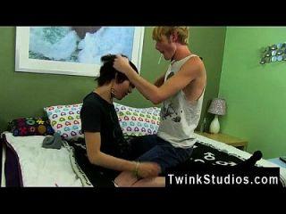 videos porno de boys y gays xxx kyler bekommt eine rohe gullet aus dem