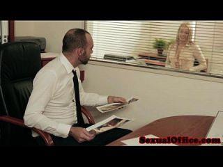 petite euroteen sekretärin schluckt bosses cum