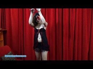 Hot asian chick lapdances und reitet auf harten Schwanz