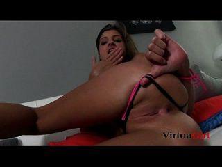 Melena Tara sexy Streifen und Masturbation