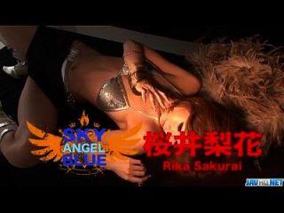 Hahn saugen Rika Sakurai wird mit einem starken Schwanz beschäftigt