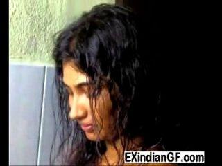 Schöner Desi Blowjob in der Dusche