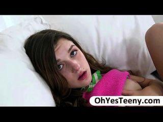 cutie teen alex mae bekommt ihre Pussy von einem Monster Schwanz zerstört