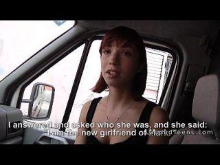 redhead teen hat Sex in einem Krankenwagen in der Öffentlichkeit