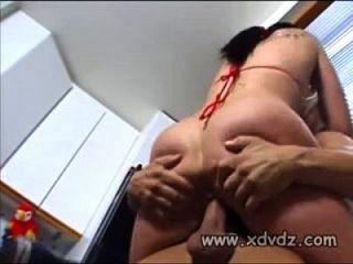 hottie stoppt Basketball-Match mit ihrem Liebhaber, um ihn für Sex zu ziehen