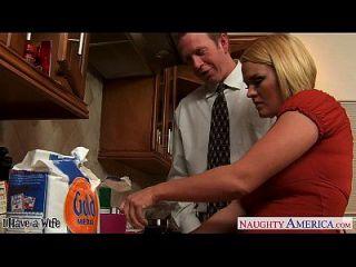 chesty Frau krissy lynn schlürfen cum in der Küche