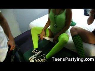 Jugendliche erhalten Sperma am Tag der Stinke!